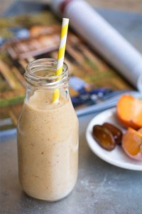 Smoothie d'hiver : kaki, orange, banane, vanille, gingembre et curcuma (http://www.jujube-en-cuisine.fr/smoothie-orange/)