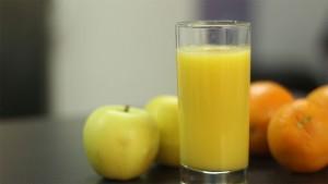 Smoothie d'hiver : orange, courge, pomme et miel (http://www.cuisineaz.com/recettes-videos/smoothie-d-hiver-64706.aspx)