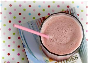 Smoothie d'hiver : pomme, poire, cranberry (http://cuisine.journaldesfemmes.com/recette/330478-smoothie-pomme-poire-et-cranberries)