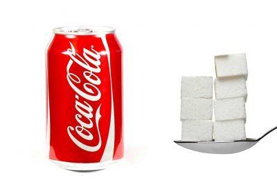 Une canette de 33 cl de Coca-Cola contient 35 g de sucre, soit 7 morceaux