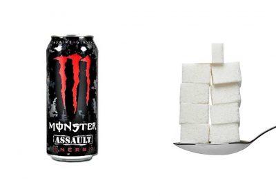 Une canette de 50 cl de Monster Assault contient 42 g de sucre, soit 8,4 morceaux