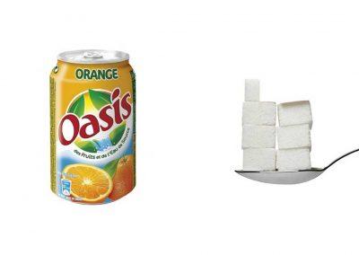Une canette de 33 cl d'Oasis Orange contient 31,9 g de sucre, soit 6,4 morceaux.