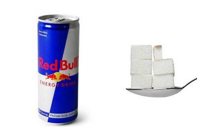 Une canette de 25 cl de Red Bull contient 27,5 g de sucre, soit 5,5 morceaux