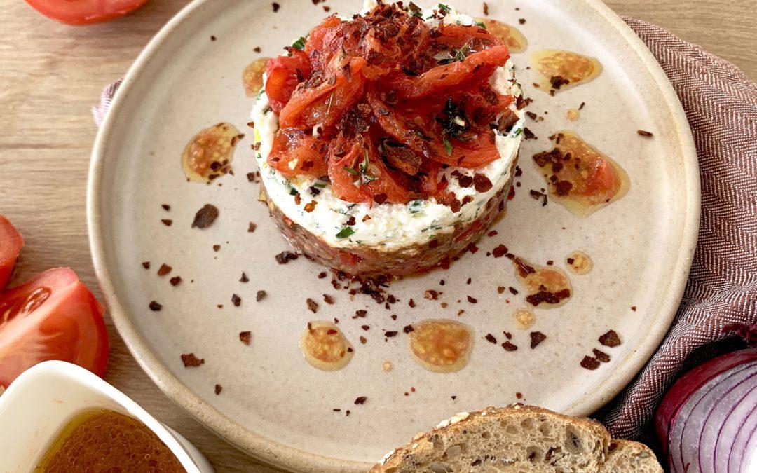 Recette Sublimeurs : Tartare de tomates iodé, fromage frais aux herbes fraîches et pétales de tomates rôties